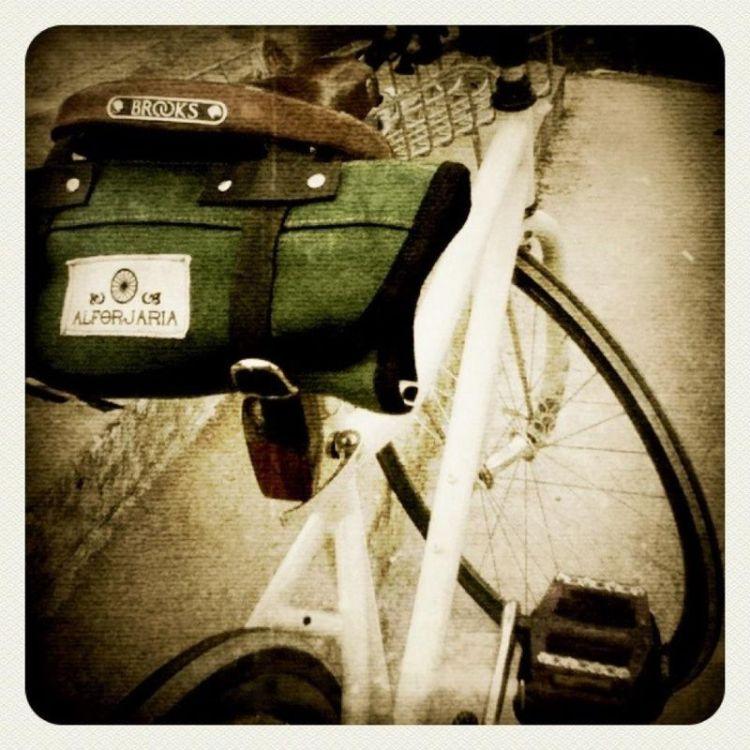 Roll Bag. Item de desejo de nove entre dez ciclistas. Esse último que não deseja essa roll, é por que já tem e está feliz com ela. ;)